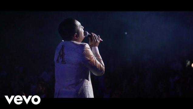 La Arrolladora Banda El Limón De René Camacho – No Debemos Vernos (Official Video)