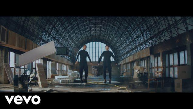 """MACACO PRESENTA EL VIDEOCLIP DE """"BLUE"""" JUNTO A JORGE DREXLER Y UNA INTRODUCCIÓN NARRADA POR EL MAESTRO SERRAT"""