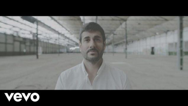 Melendi – Tan Tonto Como Tú (Official Video)