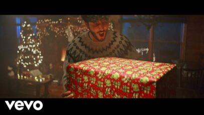 Sebastián Yatra – Santa Claus Is Comin' To Town (Official Video)