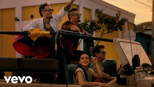 Carlos Vives, Mau y Ricky, Lucy Vives – Besos en Cualquier Horario (Official Video)